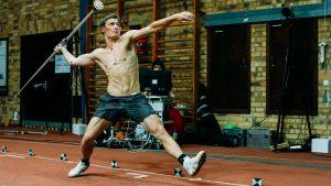 Thomas Röhler bei biomechanischen Tests im Speerwurf