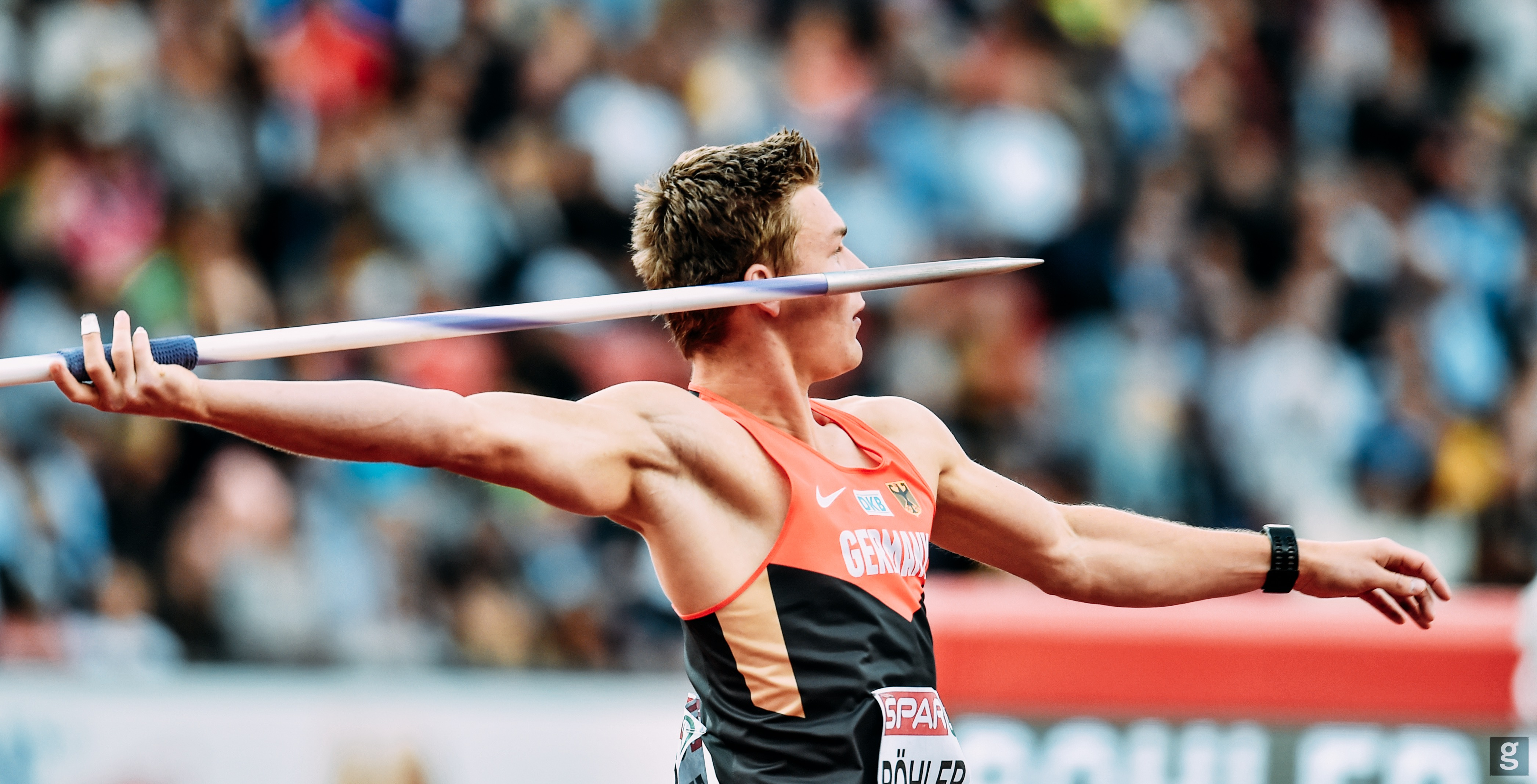 Thomas Röhler throwing javelin in competition at European championships 2016